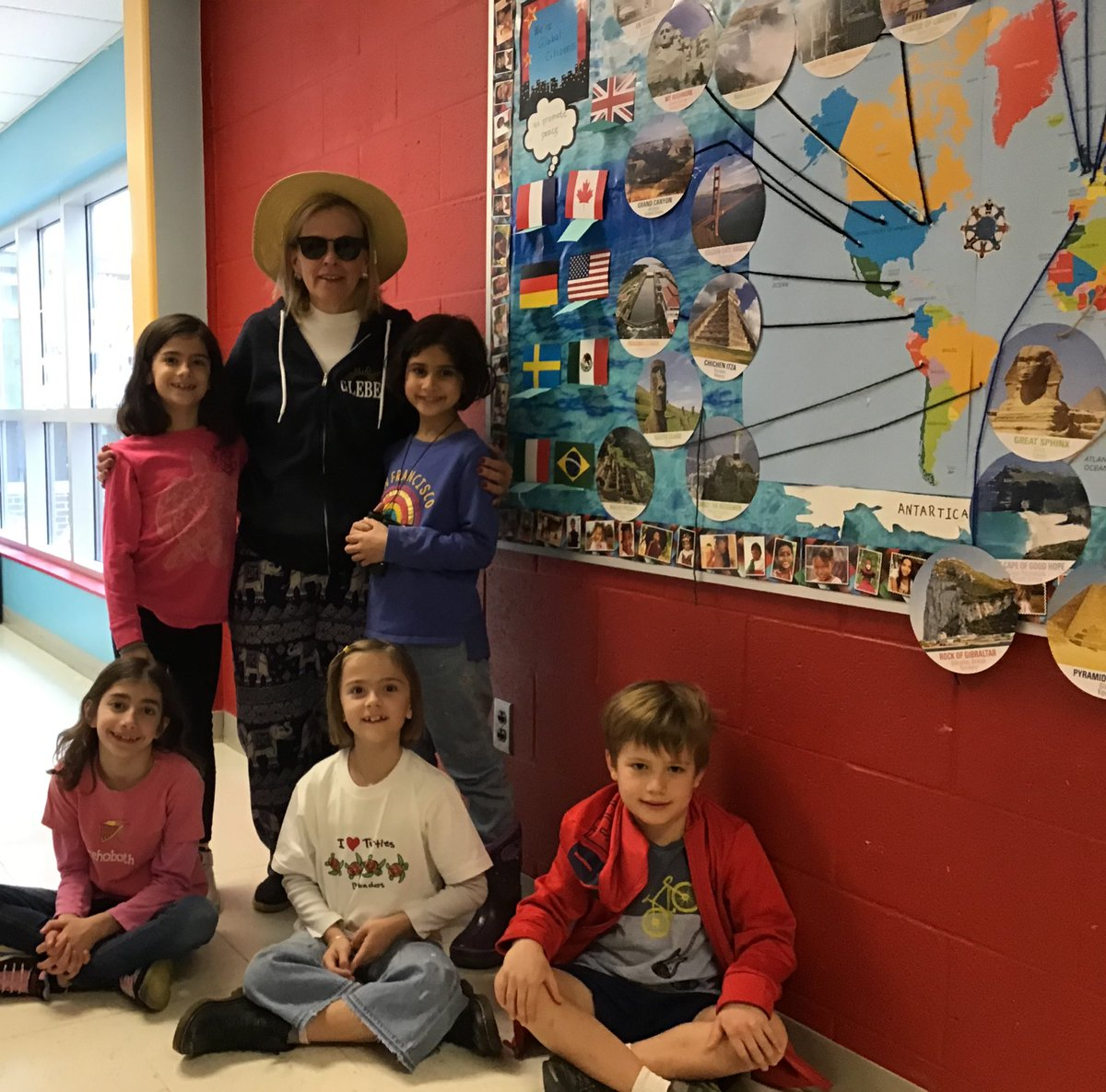 2nd graders dressed as tourist for Kindness Week <a target='_blank' href='http://twitter.com/GlebeAPS'>@GlebeAPS</a> <a target='_blank' href='http://twitter.com/APSVirginia'>@APSVirginia</a> <a target='_blank' href='http://twitter.com/glebepta'>@glebepta</a> <a target='_blank' href='http://search.twitter.com/search?q=GlebeEagles'><a target='_blank' href='https://twitter.com/hashtag/GlebeEagles?src=hash'>#GlebeEagles</a></a> <a target='_blank' href='https://t.co/C6dKrjZVty'>https://t.co/C6dKrjZVty</a>