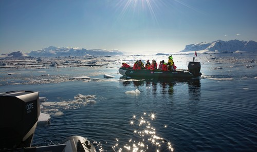 #Antarctica cruises now with #free flights from London.  If this isn't worth treating yourselves to a fabulous early #Xmas present, I don't what is 🤩 #christmas #expedition #antarctica #patagonia #chile #falklands #sustainabletravel #enviroment #adventure  #cruise @Hurtigruten