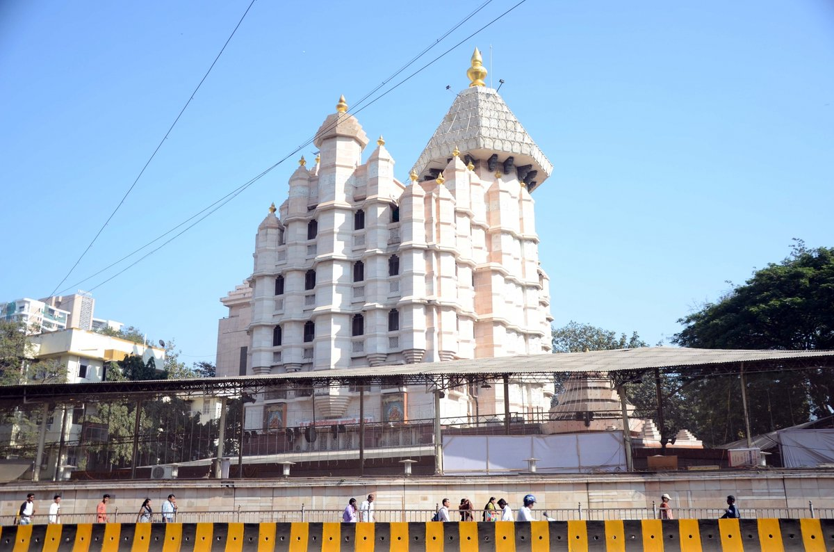The famed 220-year-old #SiddhivinayakTemple  will contribute Rs 5 crore towards the #Maharashtra  governments recently-launched Rs 10 Shiv Bhojan Thali, a top temple official said on Tuesday.