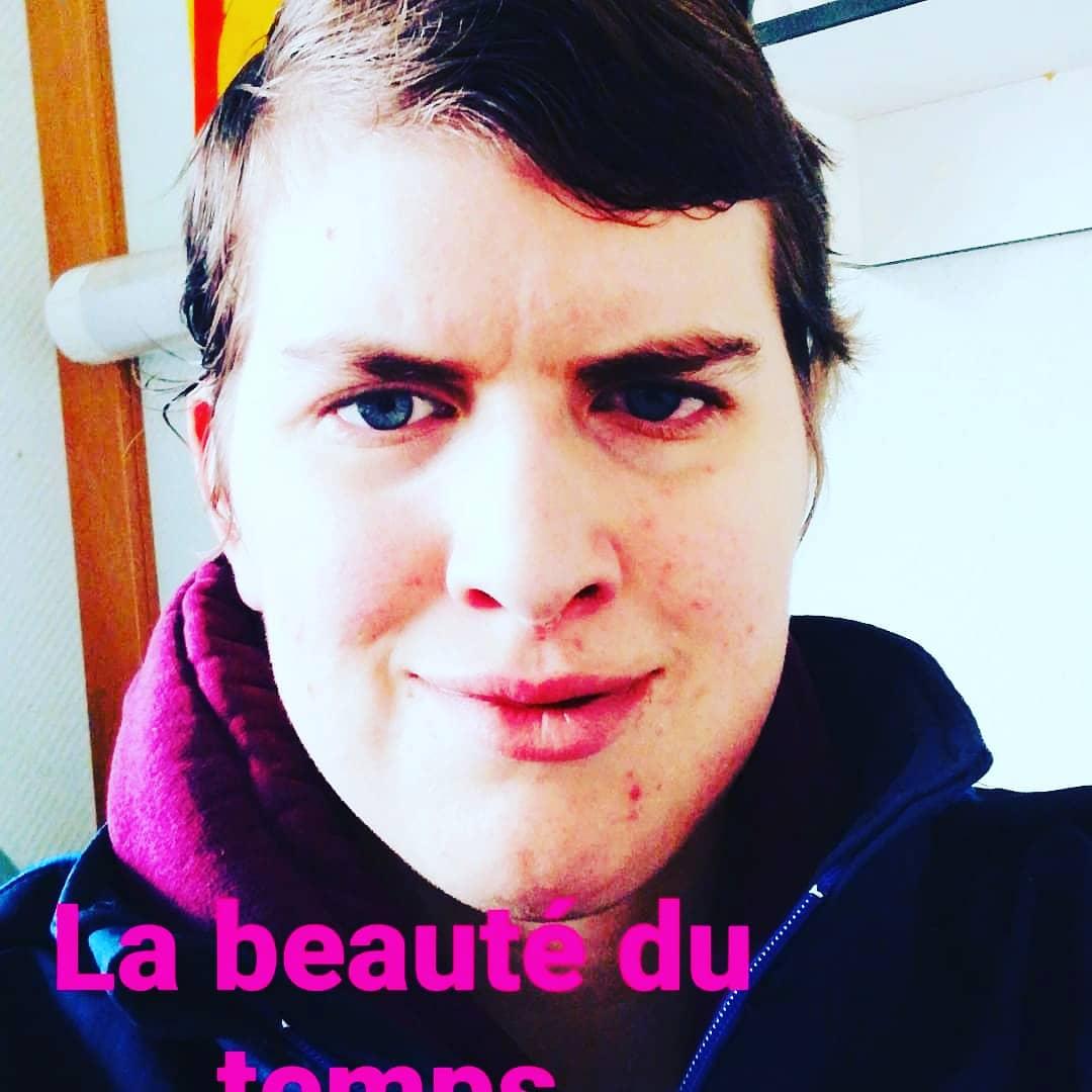 La beauté du temps 😁 . . @prilaga #cat #instalove #followback #awesome #instafollow #blue #instasize #black #night #wedding #tweegram #my #blackandwhite #pink #baby #funny #iphonesia #sweet #makeup #throwback #webstagram #instacool #igdayly #instapic #red #iphoneonly #yummy