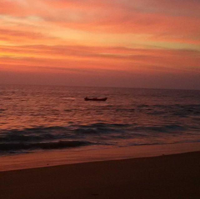 Beach Sunset Sky Colours #beach #sunset #sky #colors #colorshades #nature #naturelove #naturelover #naturephotography #kerala #india #indian #godsowncountry #tropical #planetearth #igerspic.twitter.com/av1dKprgKi