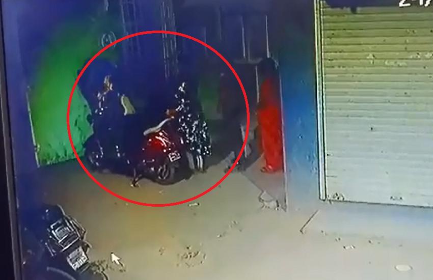 बायकोचा राग निघाला मेव्हण्यावर, मेव्हण्याला बेदम मारहाण  https://bit.ly/2ThxGdY   #CRIME , #fighting , #MAHARASHTRA , #POLICE