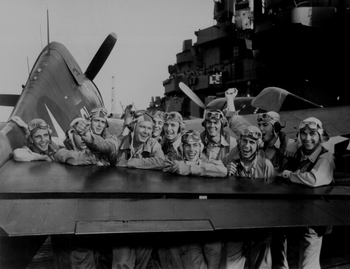 #Pilots pleased over their victory during the #MarshallIslands attack, grin across the tail of an #F6FHellcat on board the #USSLexington, after shooting down 17 out of 20 Japanese planes heading for #Tarawa, 1943 #photography #WWII #WW2pic.twitter.com/HxVPBGsmaY