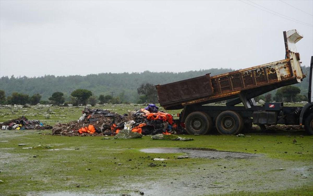 @BrunoTersago The mayor dumped trash in the same area 10 days ago! m.naftemporiki.gr/story/1561269