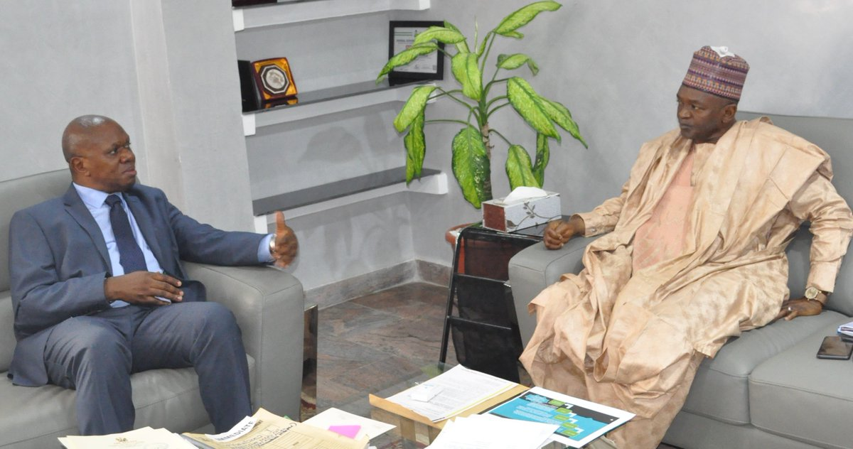 Today, @UNIDO Rep 2 @ecowas_cedeao @jeanbakole1 met with d Hon.Minister @FMEnvng @DrMuhdMahmood 2 update him of the new @UNIDO -Nigeria CP 4 Inclusive & Sustainable Ind.Devt (2018-2022) & reaffirmed @UNIDOs commitment to a sustainable environment in Nigeria.@antonioguterres