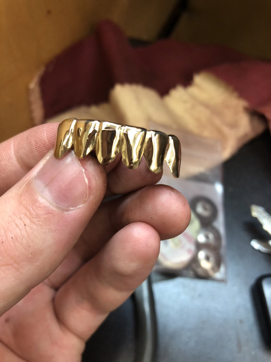 Making these custom fitted #grills #goldteeth #jewellery #jewelry #fashion #swag #jewelrydesigner #ice #Toronto #rap #hiphop #trap #LikeForLikes #follobackforfolloback #follow #follotrick #follo4follo #follo4folloback #grillz #follow4follow #asapferg #asap #traplordpic.twitter.com/DA9TRNR60R