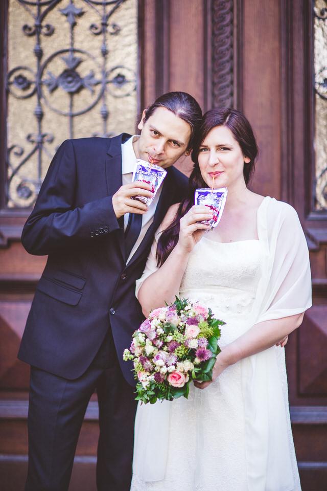 Die spontanen Ideen sind oft am Besten ;-) #brautpaar #standesamtlichetrauung #herbsthochzeit #heirateninkarlsruhe #brautpaarfotos #hochzeit  Standesamtliche Hochzeit im Haus Solmspic.twitter.com/vYzHsariGC