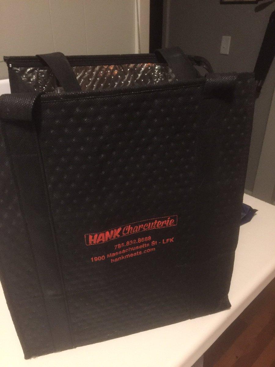Love this bag!pic.twitter.com/BnI1vZToVv