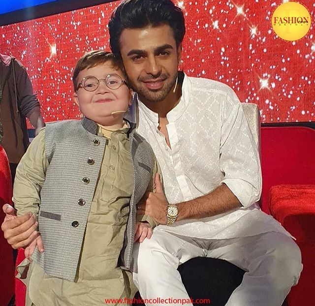 2 stars in one picture. Pakistan's youngest celebrity Ahmed poses with Farhan saeed 💫 . .  #Fcmag #farhan #Ahmed #celebs #2020 #fashion #pakistan #Streetstyle #tagsforlikes #instaglam #streetstyle #stylish #ootd #instaglam