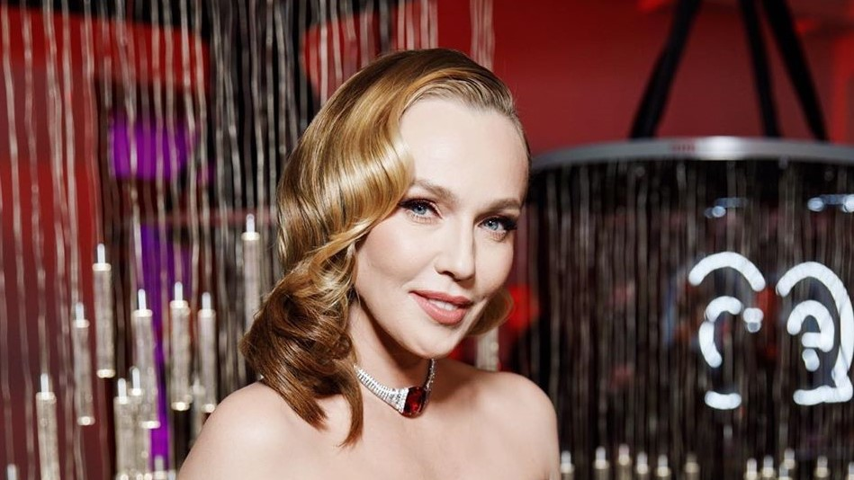 Альбина Джанабаева стала блондинкой  Подробности читайте по ссылке: https://ru.tv/press/khity-dnia/albina-dzhanabaeva-stala-blondinkoi…pic.twitter.com/RnlvioW7x9