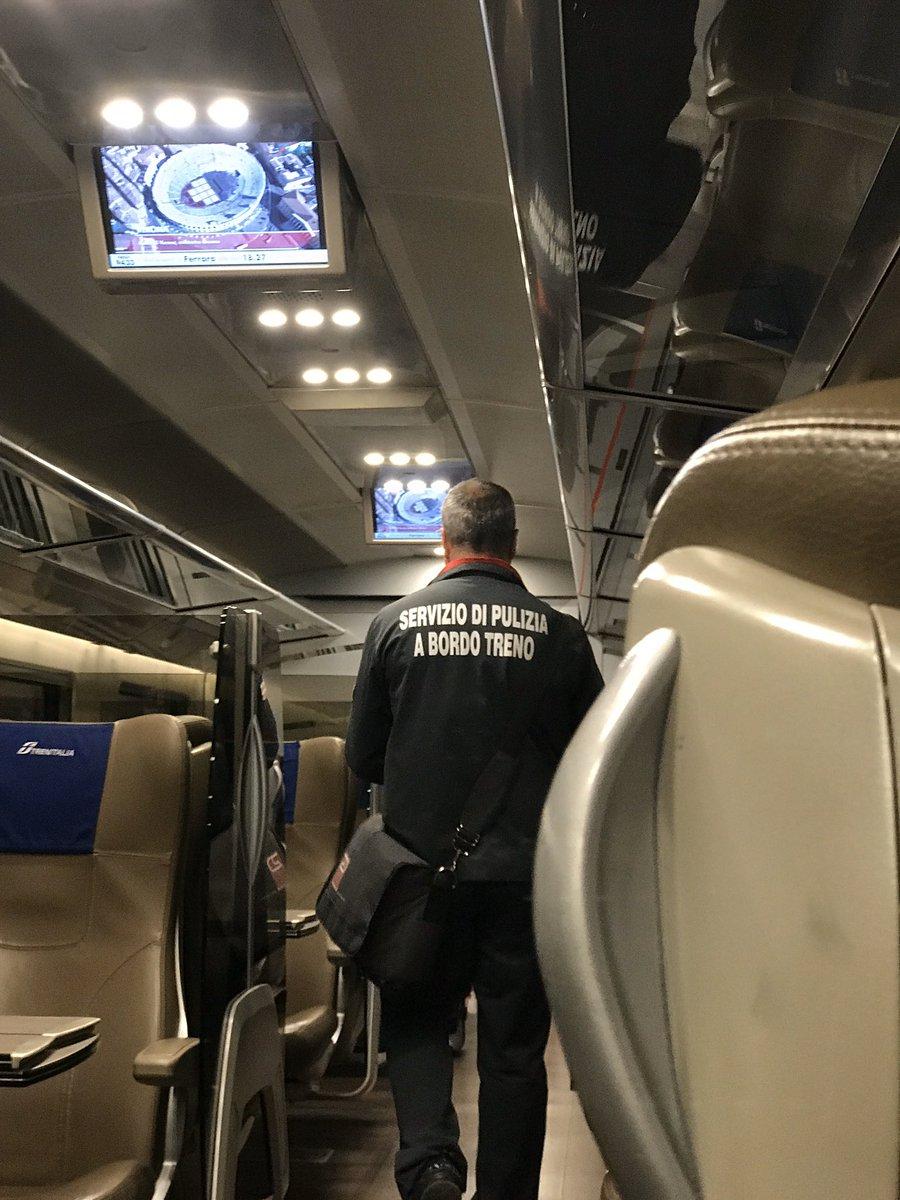 Solo lui. Sul treno io e na signora poi due cinesi 11 carrozze prima della mia 😬
