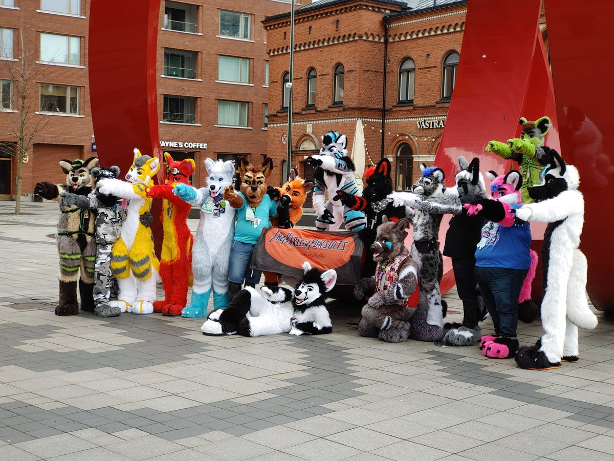 I put some of the pictures I took at #NFC2020 into the dropbox. Share them on your own accounts if you like. Credits are appreciated. :)  https://www. dropbox.com/sh/50ll9goa3jb vzg3/AABBTuEa_i9XHcc4MepppPNKa?dl=0  …  #Furry #Fursuit #Convention #nordicfuzzcon #NordicFuzzCon2020<br>http://pic.twitter.com/Yxbd9ThhH6