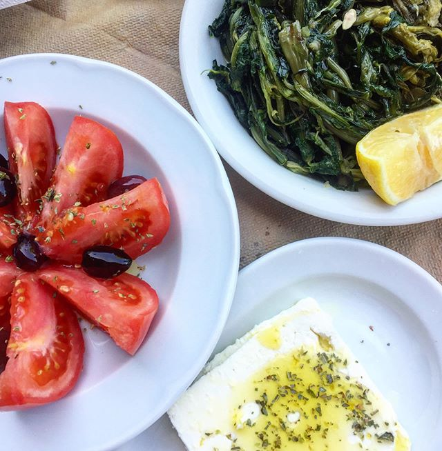 """#DYK that Greeks are record holders in olive consumption with 18 kg of extra virgin olive oil per head per year? 🤭 #Greece #Food 📸"""": [IG] erininsight"""