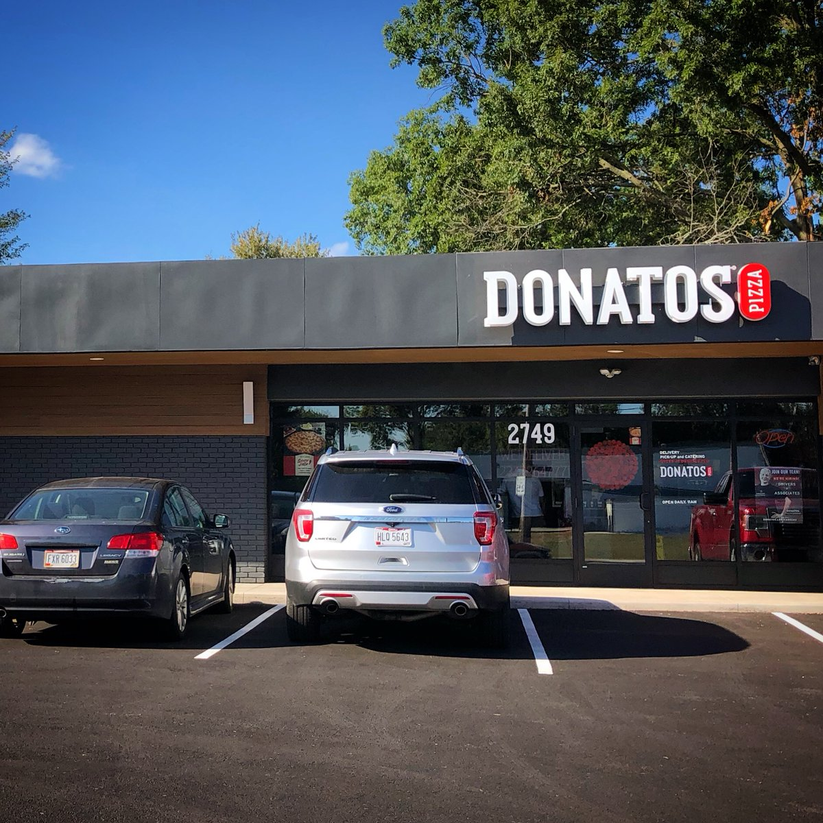 Red Robin/Donatos test expanding to Colorado restaurants, CEO Paul Murphy says on Q4 call. Kitchen upgrades = $145K. Here's how the partnership came together  #pizza #burgers #restaurant #food #foodnews