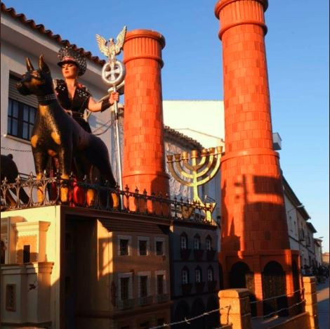 Jewish prisoners, crematoriums and guards firing. This is how carnival is celebrated in Spain 🇪🇸 This is how they have fun Spain is full of fascist monsters, which are also European citizens. #ThisIsTheRealSpain