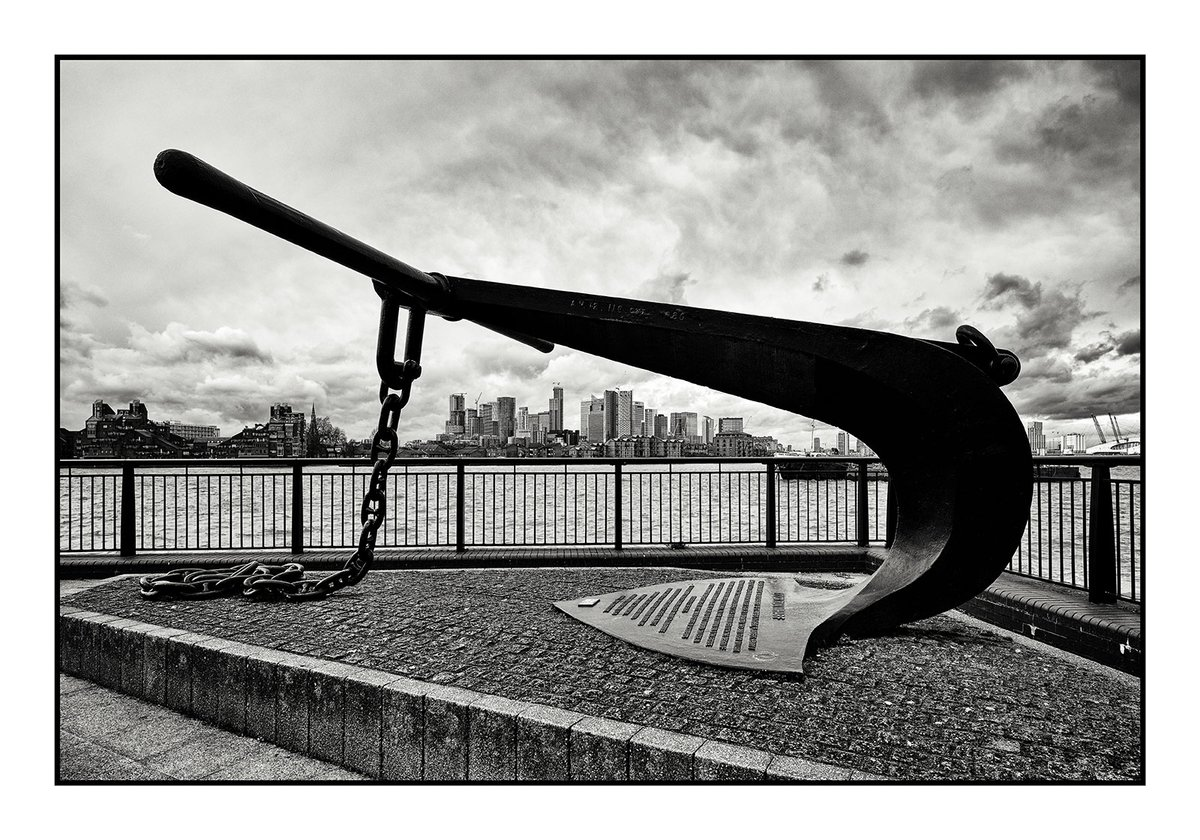 PICTURE OF THE DAY - Canary Wharf from Greenwich. #blackandwhitechallenge #blackandwhite #blackandwhitetwitter #streetphotographer #streetphotography #pictureoftheday #picoftheday #canarywharf #London #greenwich