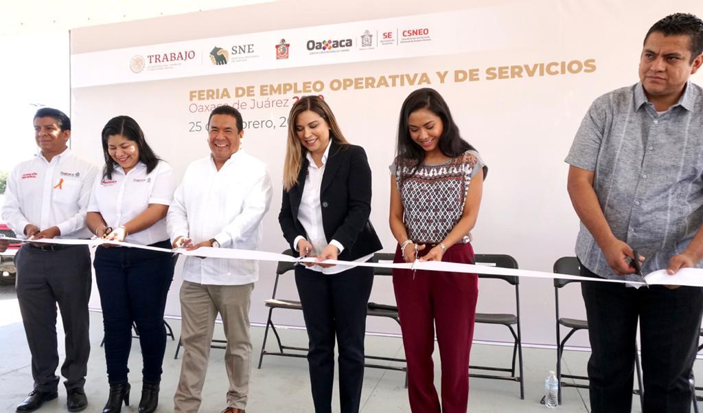 Inauguramos la #FeriadeEmpleo Operativa y de Servicios Oaxaca 2020 del @SNEOaxaca con la presencia de los compañeros sectorizados de la @Sec_EconomiaOax, la Subria @jocabedbetanzos, el coordinador @HGLeandro @CGAR_GobOax, donde se ofertan 550 vacantes de empleo formal. #empleáte pic.twitter.com/wrx6MBU6Tx