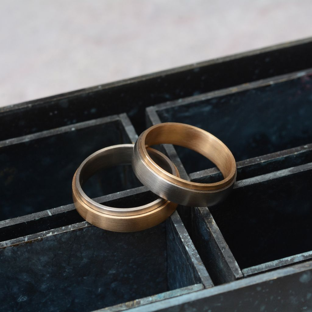 Our stepped bands are a lovely option for a wedding ring. Available with different metals, contact us for prices – info@mccaul.com #forhim #forher #weddingbands #weddingrings #bimetaljewellerypic.twitter.com/EV04OFupwu