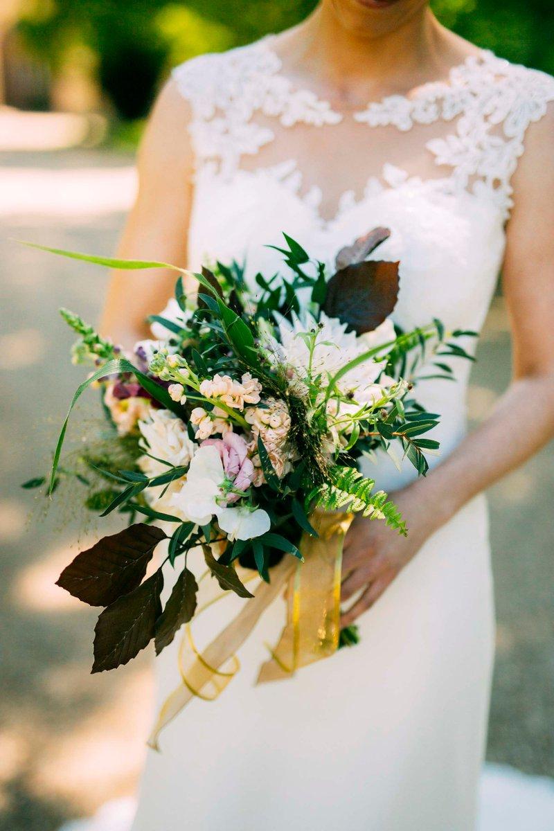 Gorgeous Bouquets  ✧ Credits to @Liam_smith_photography ✧ #NetherWinchendonHouse #NetherWinchendon #BrideToBe #BrideAndGroom #DreamWedding #BuckinghamshireWeddings #BucksWeddings #WeddingDay #WeddingDress #SummerWeddingspic.twitter.com/mFof41nzoY