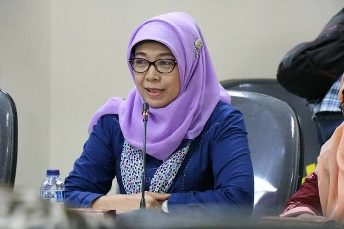 Child rights commissioner apologises after saying #girls can get #pregnant by sharing pool with #men #Indonesia  via @ABCNews
