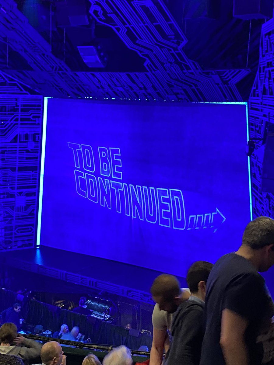 Interval in the @BTTFmusical Great Scott it's fabulous! #BackToTheFuture pic.twitter.com/0hTinCh6Ue