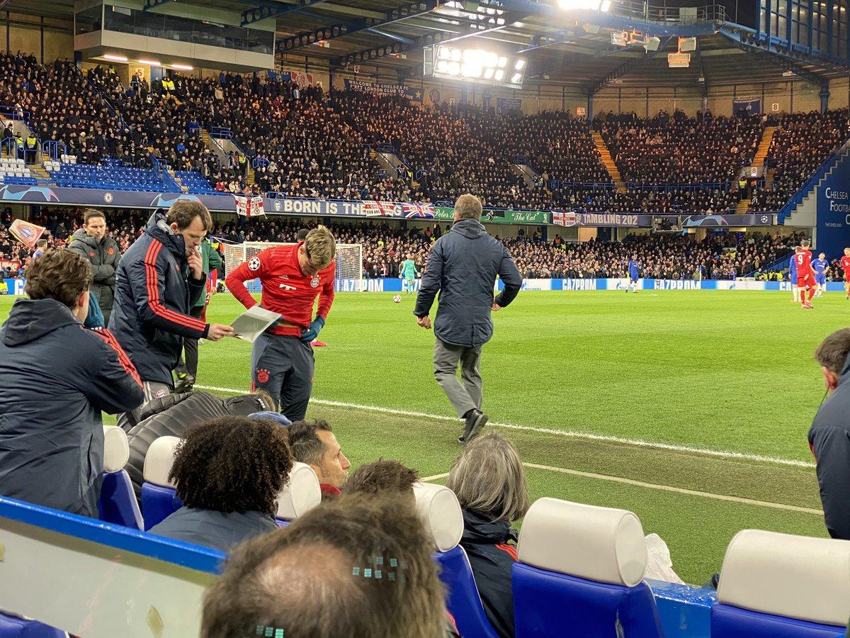 .@Phil_Coutinho wird gleich kommen. Schon gibt es erste Pfiffe von den englischen Fans. #CHEFCB @SPORT1 #fantalk https://t.co/TWhk1tjMw4