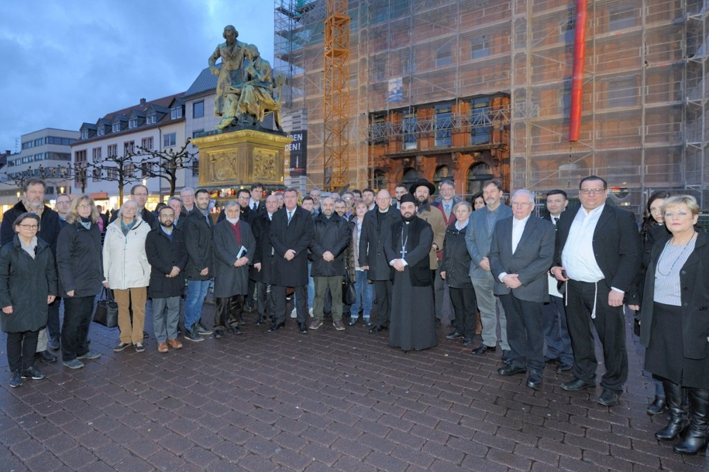 Runder Tisch der Religionen: Hanau muss eine offene, tolerante, lebensbejahende, lernende Stadtbleiben https://cityreport.pnr24-online.de/runder-tisch-der-religionen-hanau-muss-eine-offene-tolerante-lebensbejahende-lernende-stadt-bleiben/…pic.twitter.com/fTGkYJ6Lw4