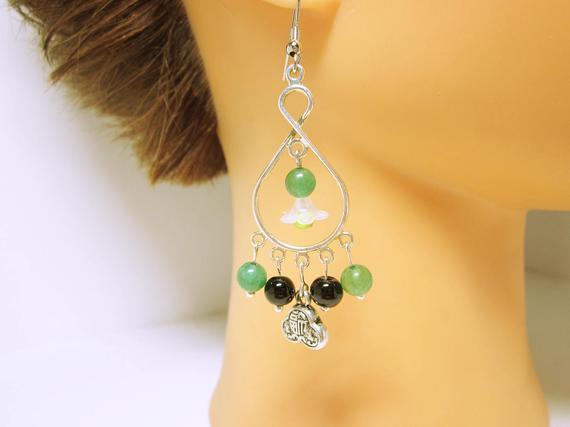 Oriental Style Chandelier Earring Silver Chandeliers Green And Black Beads Oriental Flair #Earrings Gift ideas For Her CHANDELIER EARRINGS #beaded #jewelry #fashion #handmade