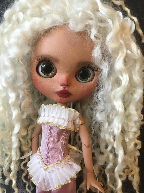 Custom #Blythe #Doll Ellie with #Lambswool #wool #reroot #hair by Bravura Dolly  in my #ETSY shop #OOAK #art #craft #design #handmade #crafting #BravuraDolly #BlytheDoll   d c