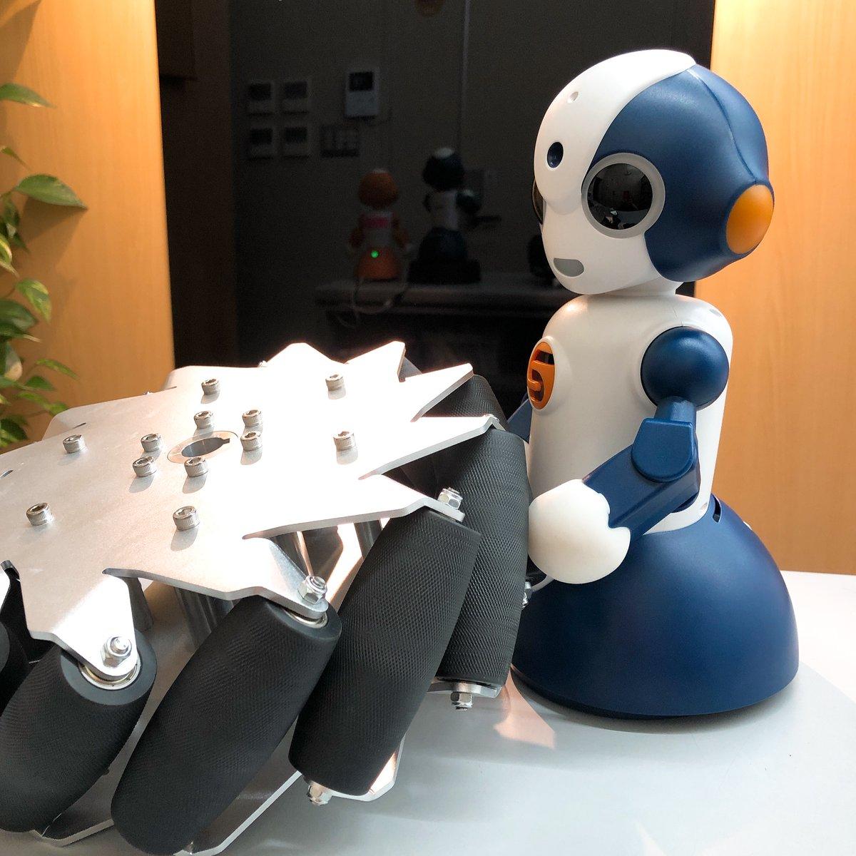 お、重い。。。 ⠀ 人気のホイール入荷しました。 こんなに大きなホイールもあるよ😀 ⠀ #254㎜ #メカナムホイール #プログラミング #ロボット #STEM教育 #ロボコン #ROBOTSHOP #ロボットショップ #専門店 #販売