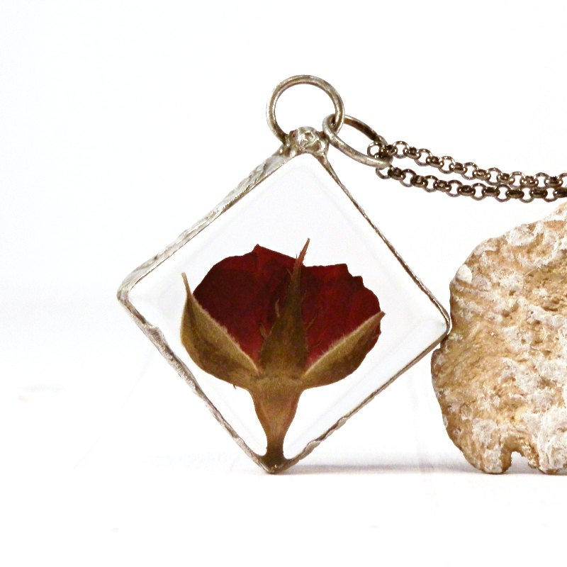 Real rose necklace - red rose pendant - real flower jewelry - real rose glass - red rose bud - romantic jewelry - pressed flower - botanical  #bohochic #jewelryonetsy #gypsy #handmade #terrarium #woodland #KeepsakeGift