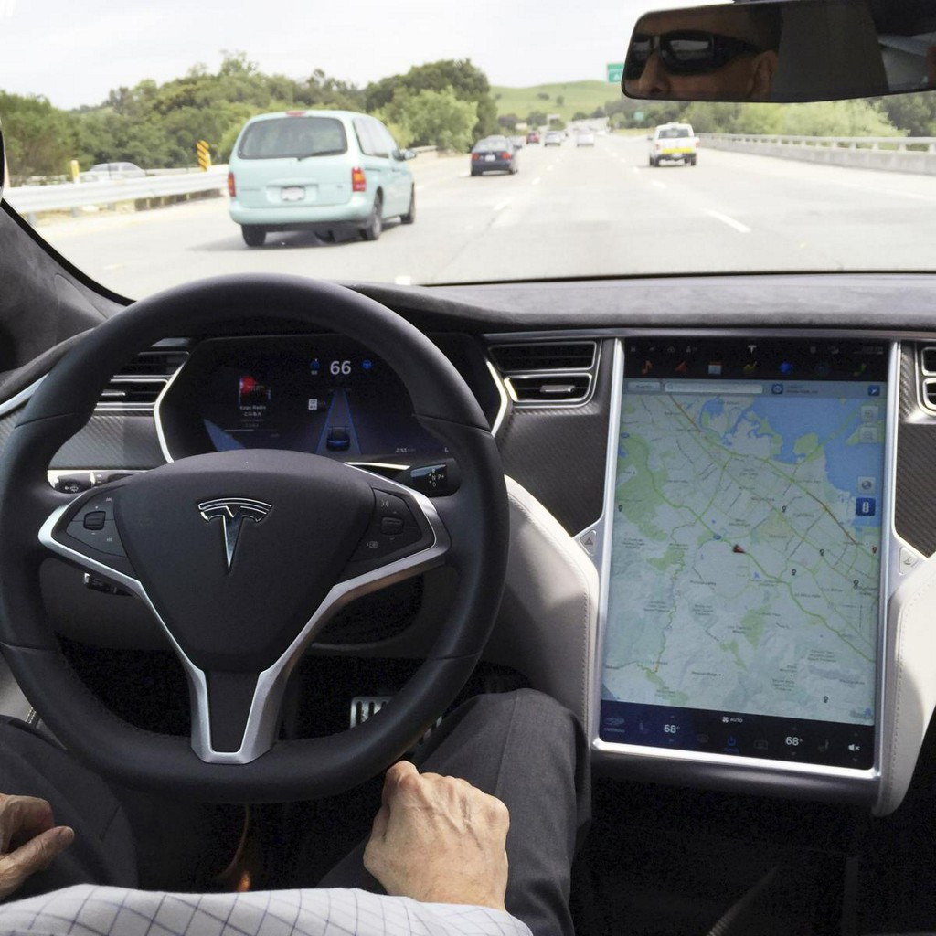 Tesla and U.S. regulators strongly criticized over role of Autopilot in crash https://reut.rs/3a5wMrS