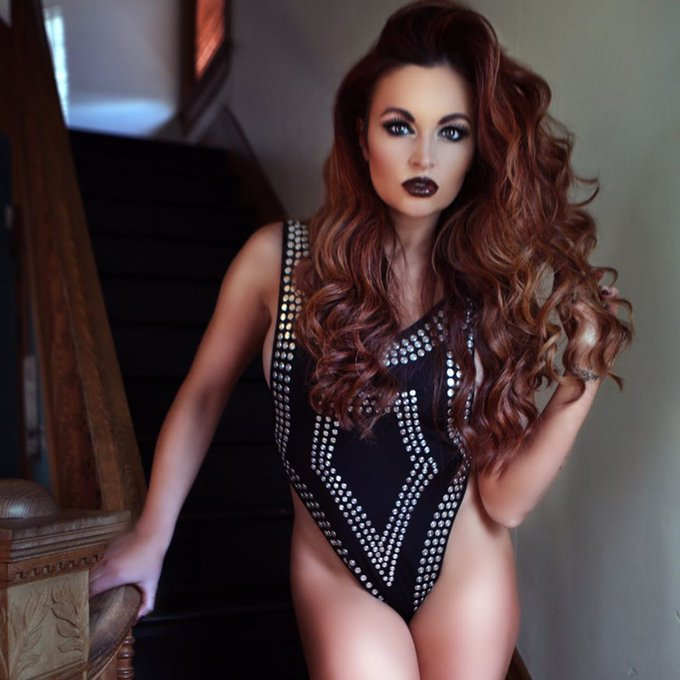 Happy Birthday to Maria Kanellis who turns 38 today and just became a mom for the second time a few weeks ago!