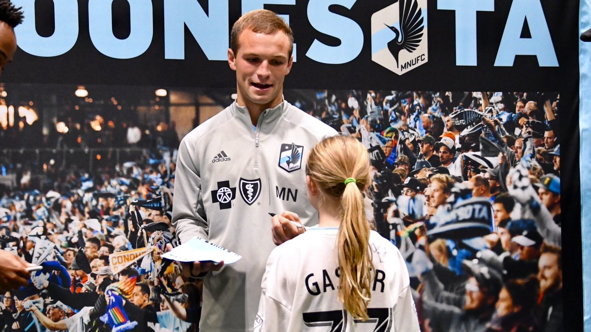 not everyday you get to meet one of your fav players... #MNUFC | @BlueCrossMN