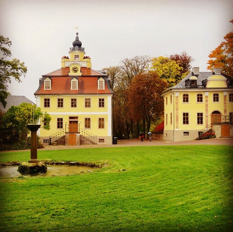 Magic place in the surroundings of #Weimar, #Germany, where the #Schloss #Belvedere is located. The huge and compelling #porcelain collection alone is worth the visit! https://www.klassik-stiftung.de/schloss-und-park-belvedere/…pic.twitter.com/jPgVaTP7Tl