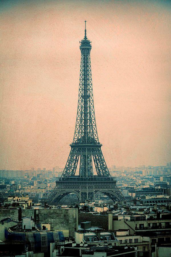 Eiffel Tower https://buff.ly/396bsCM #paris #france #eiffeltower #monument #icon #photography #travel @joancarrollpic.twitter.com/xCpVemfopc