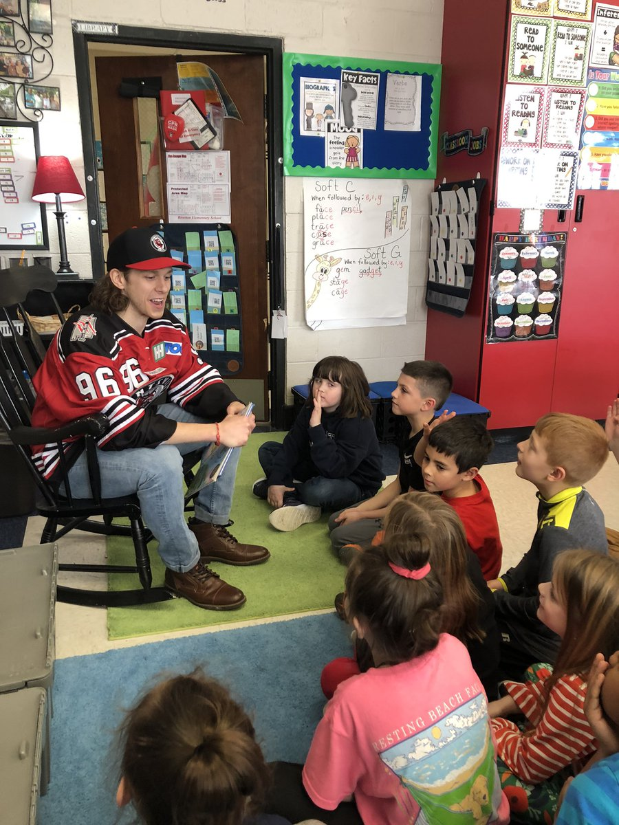Thanks to David Nippard @HuntsvilleHavoc for volunteering to read to 2nd graders @RivertonElem and for the wonderful words of encouragement!#teamworkmakesthedreamwork #givingback pic.twitter.com/tERSaLq0fn