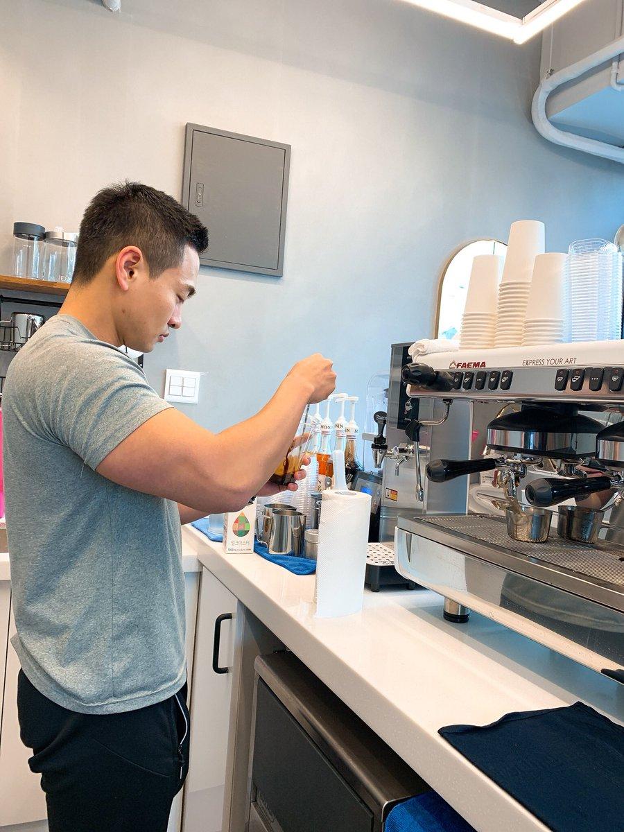 커피가 친절하고  사장님이 맛있어요!  https://t.co/3y6X4aiPSn https://t.co/xfbcjpTzKL