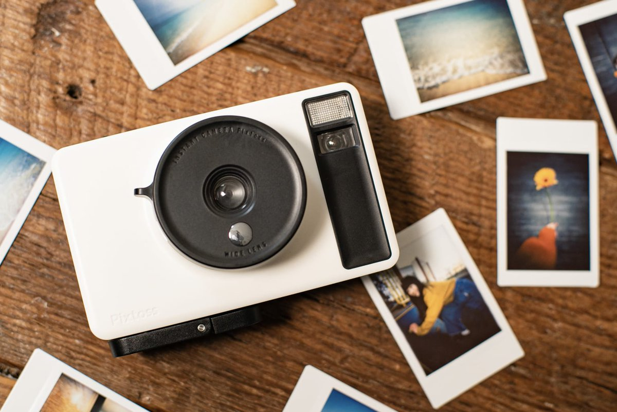 【明日発売】タカラトミーからインスタントトイカメラ「Pixtoss」が登場。チェキのフィルムを使用し、アナログ仕様の写真を撮ることができます。