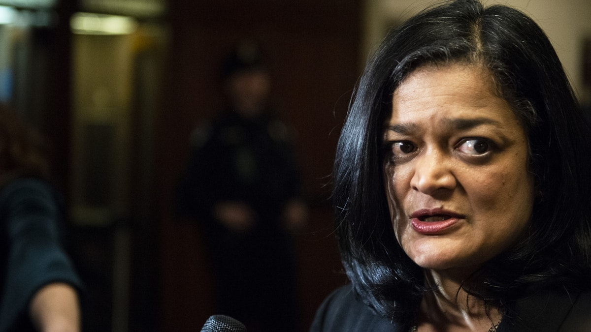 Democrat Pramila Jayapal Promotes Debunked Talking Point On Private Insurance https://www.dailywire.com/news/democrat-pramila-jayapal-promotes-debunked-talking-point-on-private-insurance … #news #politics #opinionpic.twitter.com/UcqJiHasKP