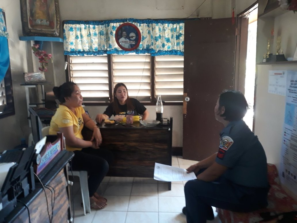 PSMS Lucy Comandate Chief PCR PNCO conducted dialogue to brgy Officials in  conncetion to  End of Local Armed Comminist Conflict  ( EL CAC) and Anti illegal drugs held at brgy hall Victoria , Zambo City #TeamPNP #WeServeandProtect #PNPKakampimopic.twitter.com/wcussE9Qqm