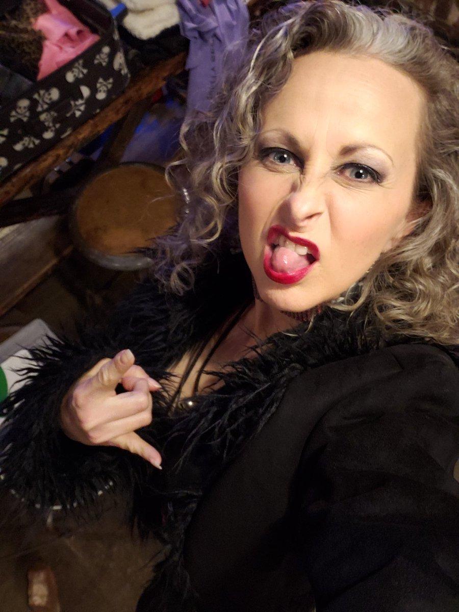 Behind the scenes with @burlesqueatlanta ! Rock n roll vampire Zaddy!  #thechameleon #rockstar #cultleader #fashionistador #burlesque #performanceartist #musician #actor #singer #drummerpic.twitter.com/day7K3gQ3f
