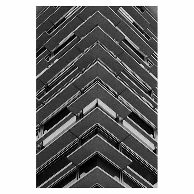 Street perspective • • • • • #filmphotography #analogphotography #architecturephotography #35mmfilmphotography #streetphotography #urbanphotography #minimalphotography #filmisnotdead #ishootfilm #grainisgood #staybrokeshootfilm #shootfilmnotmegap… https://ift.tt/2HYLh4Vpic.twitter.com/53IWrStzey
