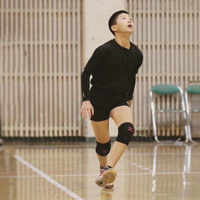Left leg started to spike #volleyball #volleygirls #instavolley #volleygram #mydaughter #setter #2spikepic.twitter.com/EYNyGgscol