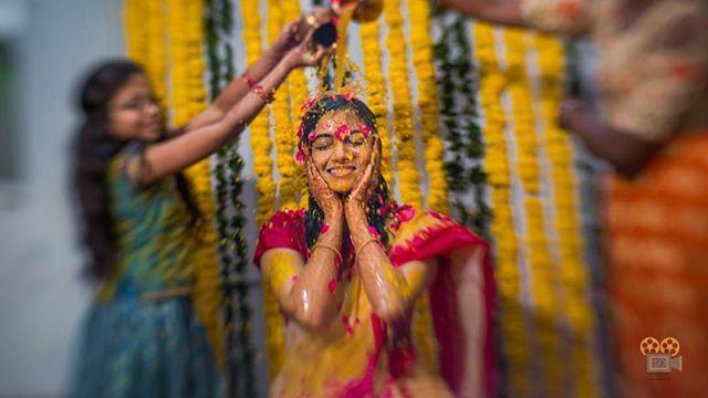 The bridal showers ! #Picxco #WeddingVows #Pellikoduku #Pellikuthuru #Bestweddings #Besttimes #Wedding #IndianWedding #ColorfulWedding #MastiwithCousins #Hungama #GroomToBe #BestIndianWedding #bridetobe #HyderabadWedding #TeluguWedding #BandBaja #Cousins… https://ift.tt/38189LJpic.twitter.com/Os1iF54PHE