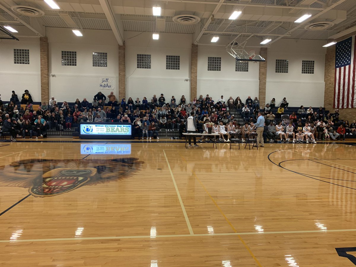 We want to thank Bear Nation for all your support! Look at the crowd that stayed after the game to honor our seniors on a Tuesday night! pic.twitter.com/19Bp59FfVq