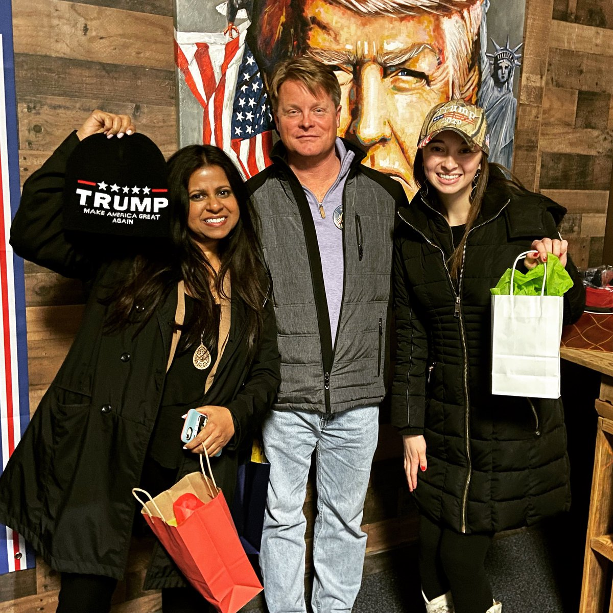 Introducing our Trump Trivia Tuesday winners tonight!!  We learned a lot about our past presidents and had tons of fun!  If you missed it, join us next month!!  #trumptrivia  #triviatuesday #trump2020 #americafirst #maga #kag #makeamericagreatagain #keepamericagreatpic.twitter.com/2zxPaCWhSc