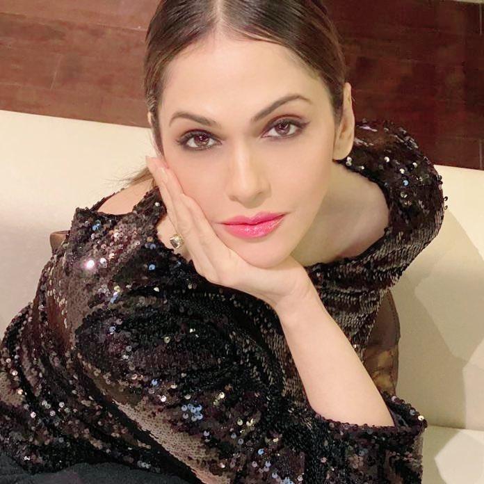 "Isha Koppikar on Twitter: ""She was beautiful, but not like those ..."