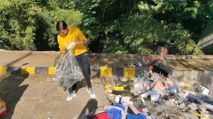 In a bid to clear their city of plastic waste, #SwachhataHeroes from Amravati, Maharashtra organise regular cleanliness & plastic collection drives as part of the  #MyCleanIndia movement.  #SwachhBharat https://t.co/7m1zrcCG5V