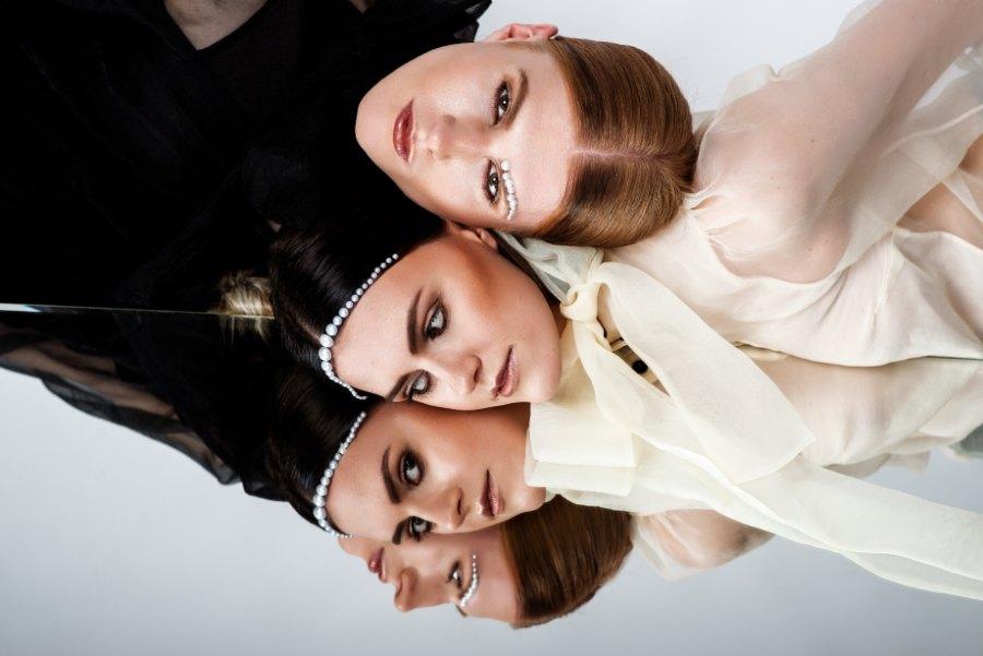 Stil ist keine Gender-Frage Wenn die Grenzen verschwimmen, entsteht Raum für neue Möglichkeiten. Diesen hat das #bestteam aus Köln genutzt und sich kreativ ausgetobt. Man widmete sich dem Thema Androgynität im High Fashion Bereich. https://www.overhead.at/kollektion/female-look/…pic.twitter.com/LWBFaW0QdF